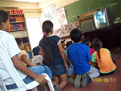 Tree Pals students watching video about natrual resources in La Sabanita