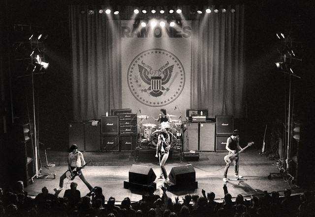 RAMONES - Manchester Apollo - 1980