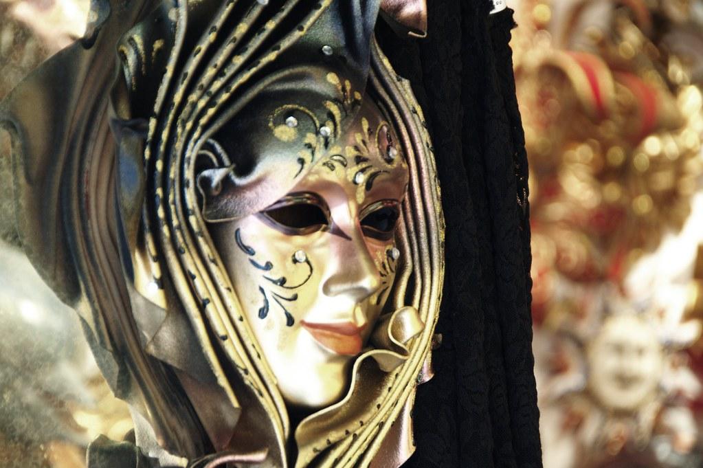 Venetian Carnival Mask - Maschera di Carnevale - Venice Italy - Creative Commons by gnuckx