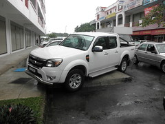 sport utility vehicle(0.0), compact sport utility vehicle(0.0), ford ranger(0.0), automobile(1.0), automotive exterior(1.0), pickup truck(1.0), vehicle(1.0), truck(1.0), bumper(1.0), ford(1.0), nissan navara(1.0), land vehicle(1.0),