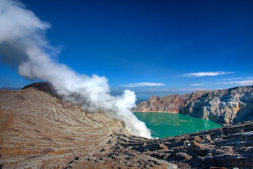 # 100 - Ijen Crater