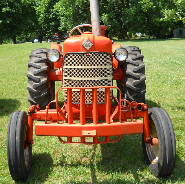 1953 Allis Chalmers CA http://www.flickr.com/groups/allischalmers/pool/page9/?view=lg