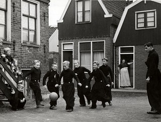 Straatvoetbal in Volendam / Boys in local costume, playing soccer in the streets