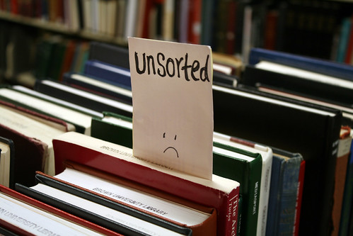 Unsorted books make librarians sad by Quinn Dombrowski / CC-BY