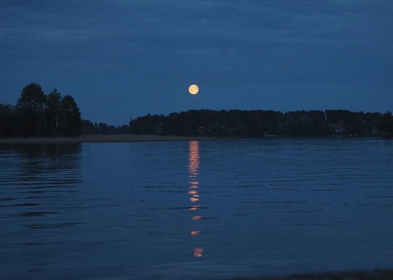 täysikuu-kuopio-satama