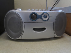 projector(0.0), computer speaker(0.0), media player(0.0), electronic device(1.0), radio(1.0), multimedia(1.0), electronics(1.0), sound box(1.0),