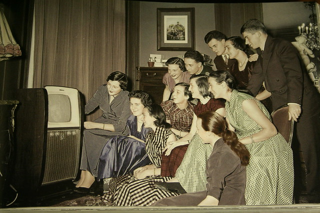 the prominent television personalities and shows of the 1950s The golden age of television classic tv shows – tv variety shows the fifties is known as the golden age of television in large part because of the variety shows which dominated the early part of the decade.