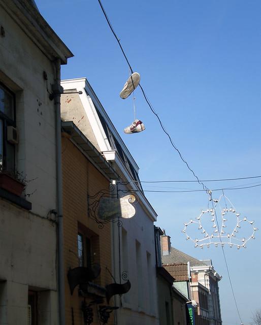 bruxelles | shoe tossing?