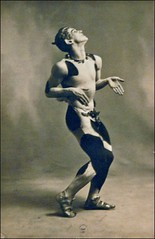 Nijinsky dans l'Après-midi d'un faune (Ballets russes, Opéra)