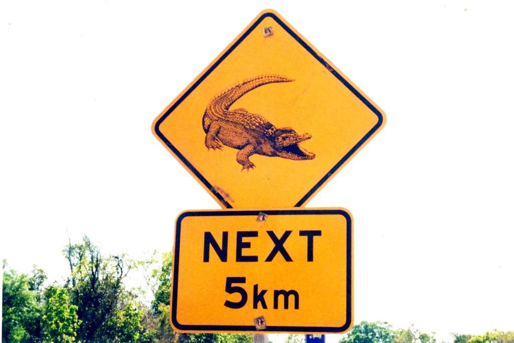 letrero de peligro cocodrilos