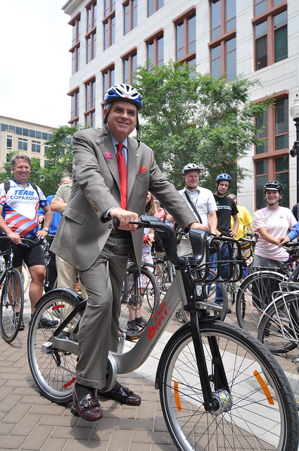 LaHood and to-be-named DC Bikeshare bike