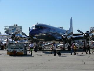 Flying Bulls Douglas DC-6B wird angehakt