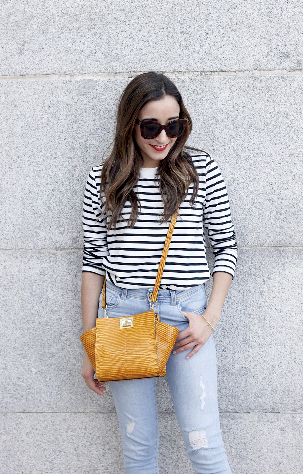 navy stripes denim jeans mustard bag uterqüe heels outfit fashion style10