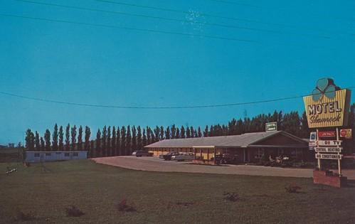 Motel Shamrock - Spirit Lake, Iowa by What Makes The Pie Shops Tick?