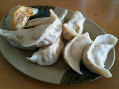 manti(0.0), dessert(0.0), mongolian food(1.0), mandu(1.0), baked goods(1.0), momo(1.0), wonton(1.0), pelmeni(1.0), food(1.0), dish(1.0), varenyky(1.0), dumpling(1.0), pierogi(1.0), jiaozi(1.0), khinkali(1.0), cuisine(1.0),