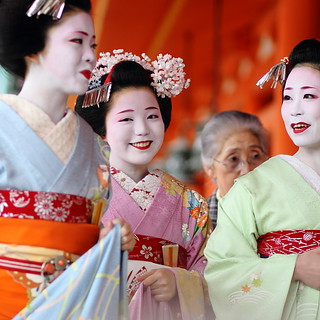 happy / spring / smiles / geisha / eyes / shrine / colour / girl