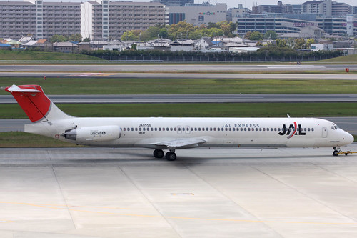 JAL MD-81(JA8556)