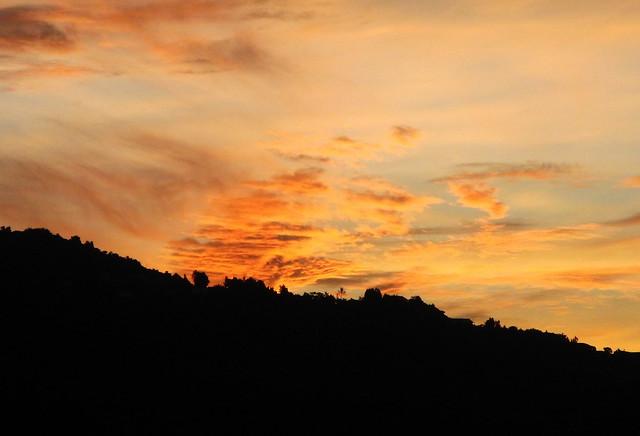 Coucher de soleil sur la montagne flickr photo sharing - Photo coucher de soleil montagne ...