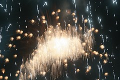 recreation(0.0), outdoor recreation(0.0), sparkler(0.0), fireworks(1.0), event(1.0), new year(1.0), new year's eve(1.0),