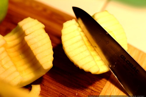 using new knives from darika to make an apple pie    MG 3869