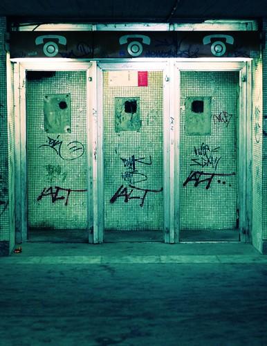 street subway tag canonef50mmf18 vandalism utca telefon aluljáró canon450d