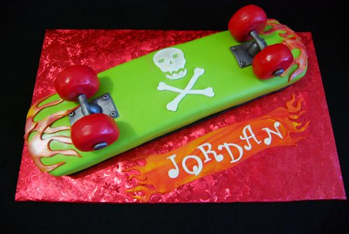 Skateboard Cake http://www.flickr.com/photos/a_cake_wish/4320303866/