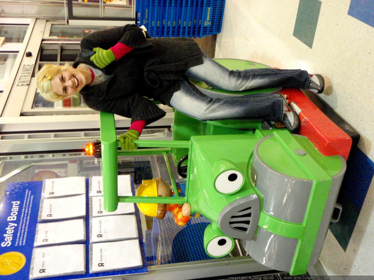 Toys R Us Ride : Photo rachel enjoying a bob the builder ride at toys r us