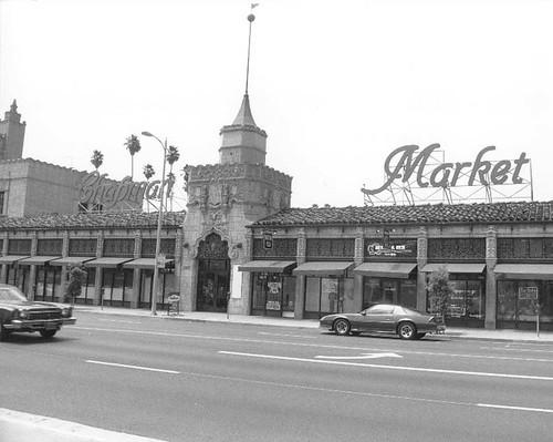 386 Chapman Park Market Building