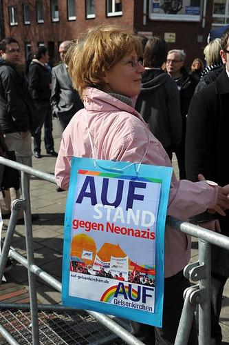 """AUF-Plakat """"AUFstehen gegen Neonazis"""""""