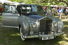 rolls-royce silver shadow(0.0), bentley(0.0), automobile(1.0), rolls-royce phantom vi(1.0), rolls-royce phantom v(1.0), vehicle(1.0), bentley s1(1.0), rolls-royce silver dawn(1.0), rolls-royce silver cloud(1.0), mid-size car(1.0), antique car(1.0), vintage car(1.0), land vehicle(1.0), luxury vehicle(1.0),