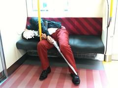 優先席で迷惑なポジションかつ大いびきで寝てる人@京浜東北線下 り