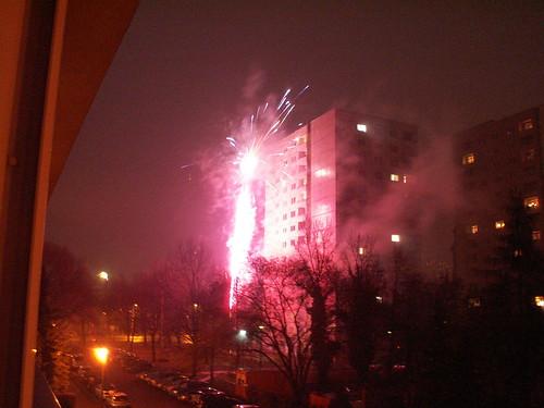 Im Fegfeuer brennt Dresden ganz blau im Gesicht mit Feuerwerk 089