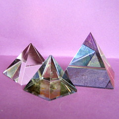 origami(0.0), jewellery(0.0), origami paper(0.0), art(1.0), purple(1.0), triangle(1.0), pyramid(1.0), crystal(1.0), pink(1.0),