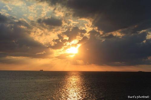 sunset pordosol sky sun sol sunrise canon atardecer eos gold céu cielo entardecer 500d mywinners abigfave sunsetmania naturethroughthelens skyascanvas rebelt1i