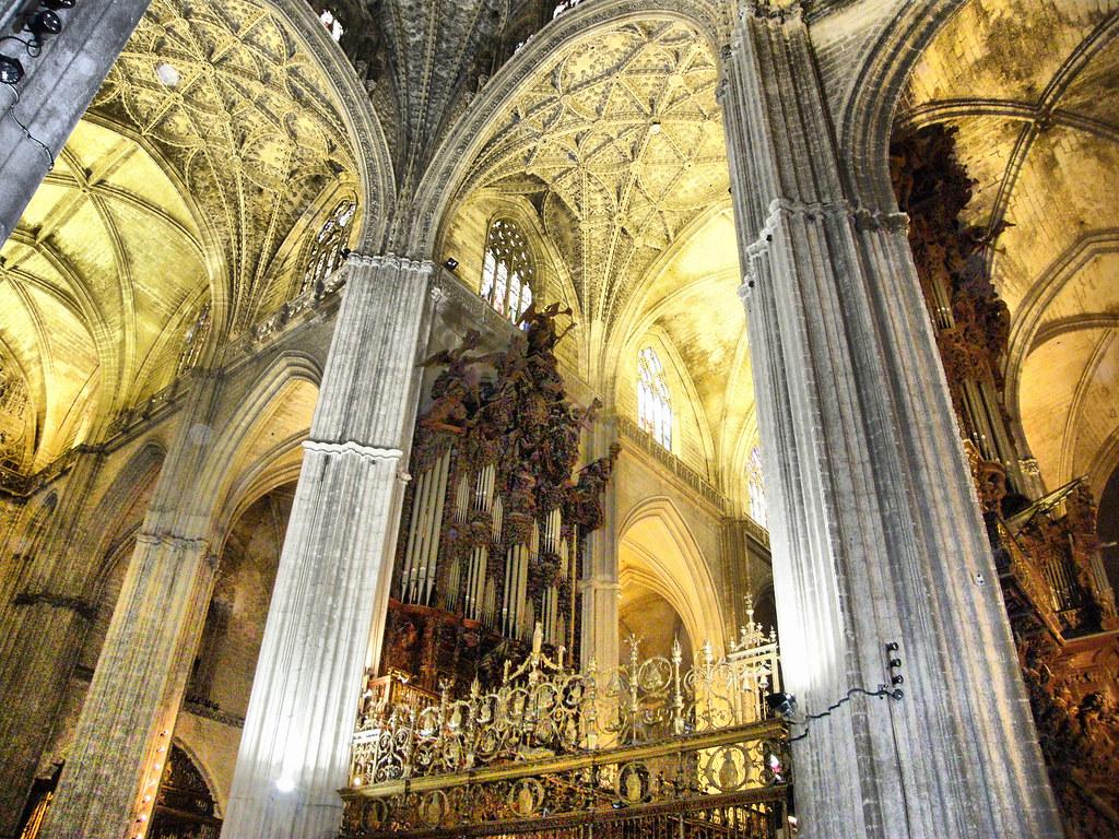 Interior catedral de sevilla a photo on flickriver - Catedral de sevilla interior ...
