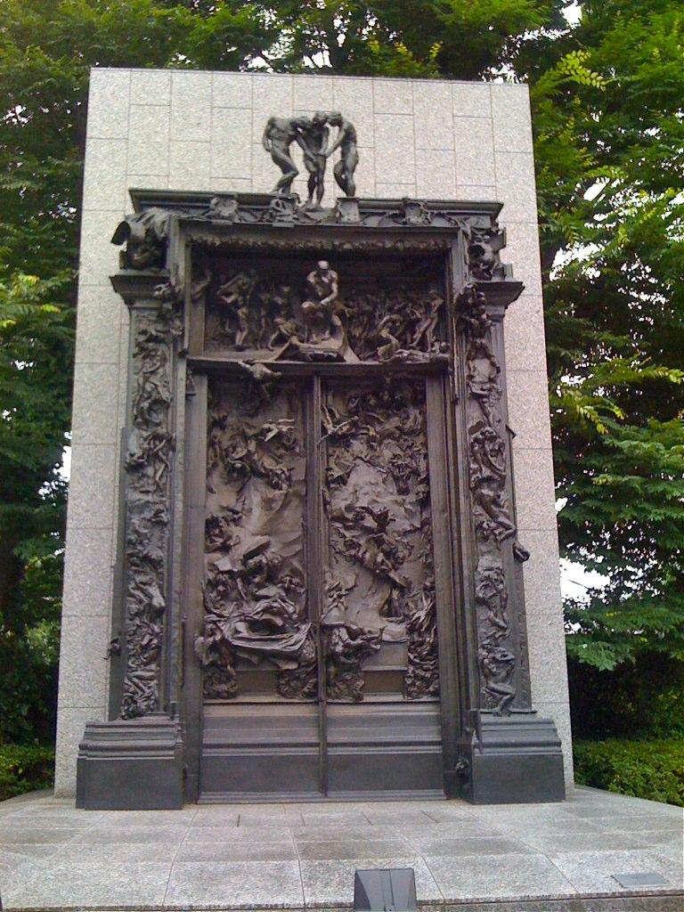 国立西洋美術館前庭彫刻「地獄の門」