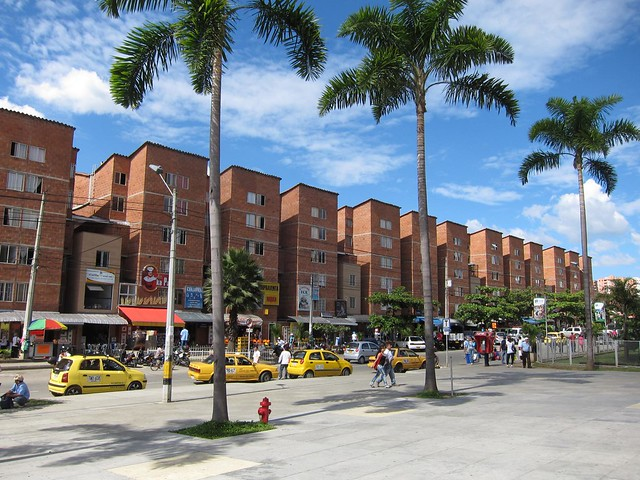 The daytime view when exiting the mall in Niquia