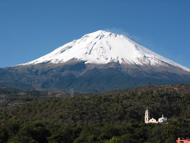 Popocatepetl-Vista desde Tochimilco, Puebla, Mexico.