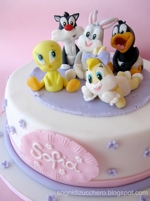 Baby looney tunes cake flickr photo sharing for Baby looney tune decoration