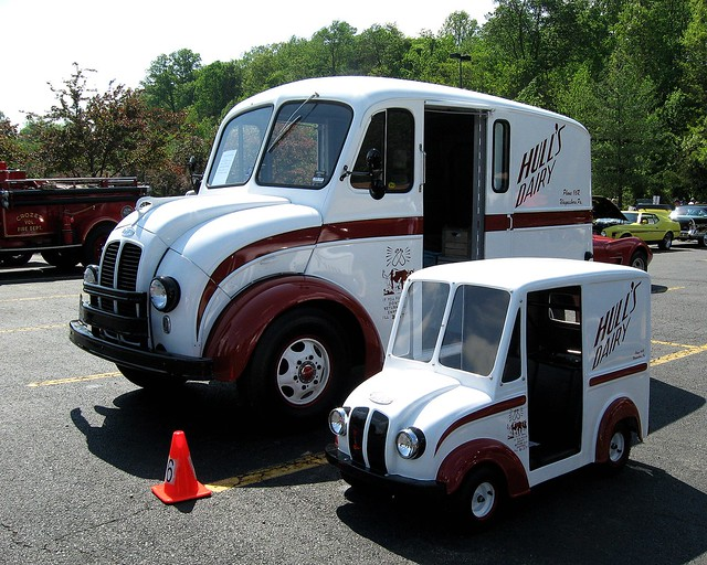 0486 1948 Divco Milk Truck and Mini