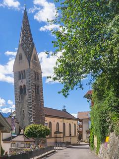 Pfarrkirche St. Jakobus mit schiefem Turm in Barbian