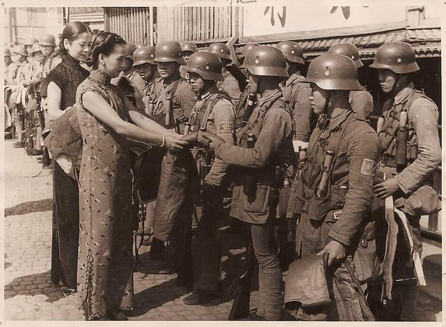 Press Photo 1 新闻老照片-妇女部长慰劳淞沪会战将士 Shanghai 1937
