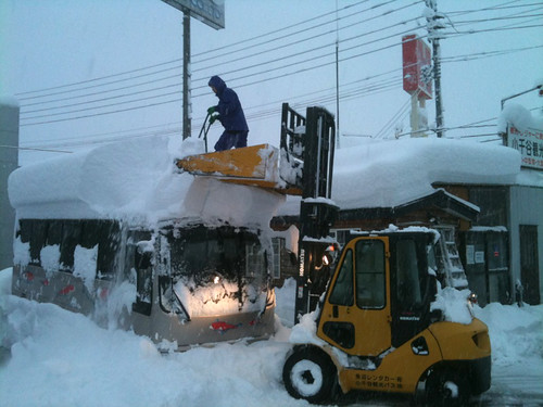 Niigata - forklift snow removal