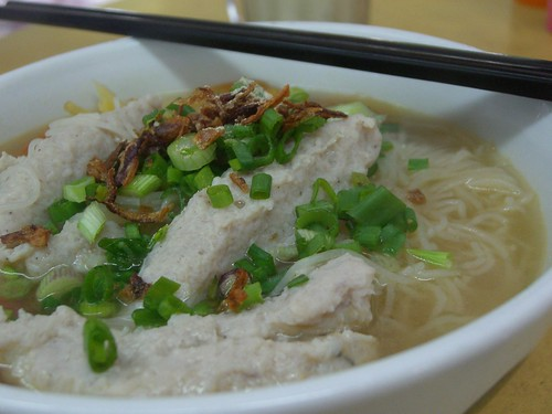 Fish Dumpling, clear soup, rice vermicelli - close-up - Woo Pin Fish Head Noodle MYR6.50 by avlxyz