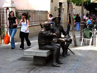 Bilde av Estatua de Don Quijote y Sancho Panza. españa canon spain quijote banco escultura estatua donquixote cervantes 2010 donquijote migueldecervantes sanchopanza comunidaddemadrid alcaládehenares callemayor ccby canonpowershota700 pedrorequejonovoa mayode2010 26052010
