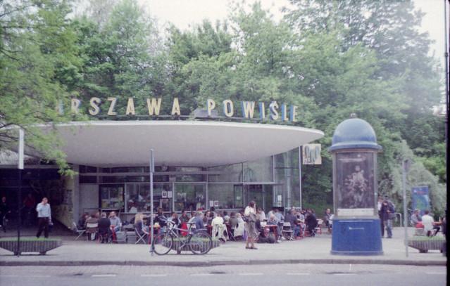 Gare et café de Powisle à Varsovie