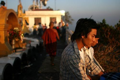 travel light sunset people golden southeastasia burma magic buddhism myanmar burmese pilgrimage buddists holymountain freeburma kayinstate mountzwegabin