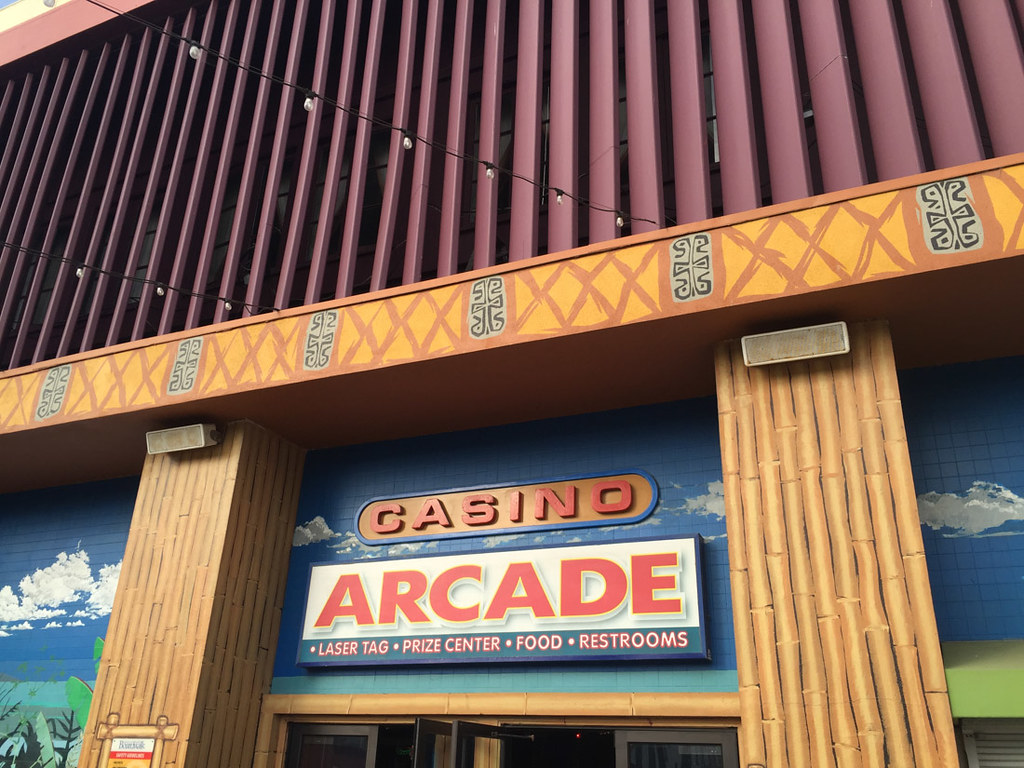 Entrance to Santa Cruz Arcade