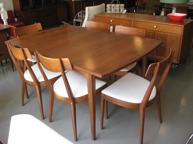 Drexel Dining Room Furniture Set Of Eight Chairs By  : 4736566360da99dca6e7z from chipoosh.com size 500 x 375 jpeg 104kB