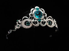 clothing(0.0), crown(1.0), jewellery(1.0), headpiece(1.0), tiara(1.0), headgear(1.0),